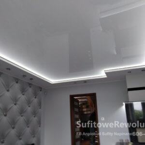 sufit z oświetleniem obwodowym